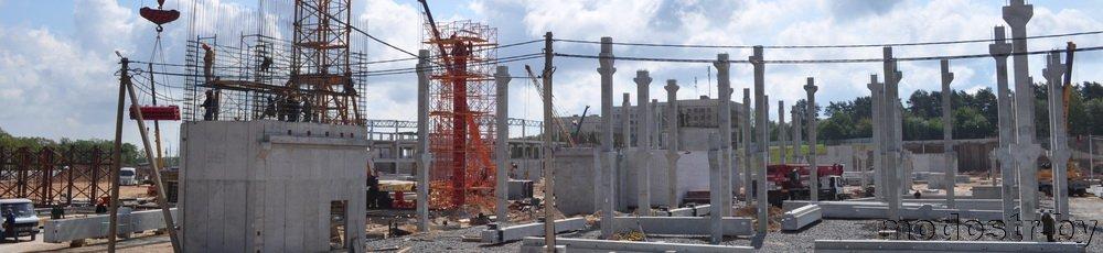 Высокие колонны с консолями